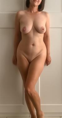 voluptuous amateur milfs naked