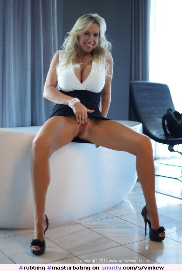 Skylla #rubbing #masturbating #cunt #vagina #openlegs #horny #readyforcock #provocative #blonde #pornstar #Wifei