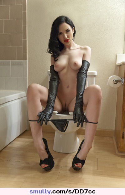 Erotic female pissing
