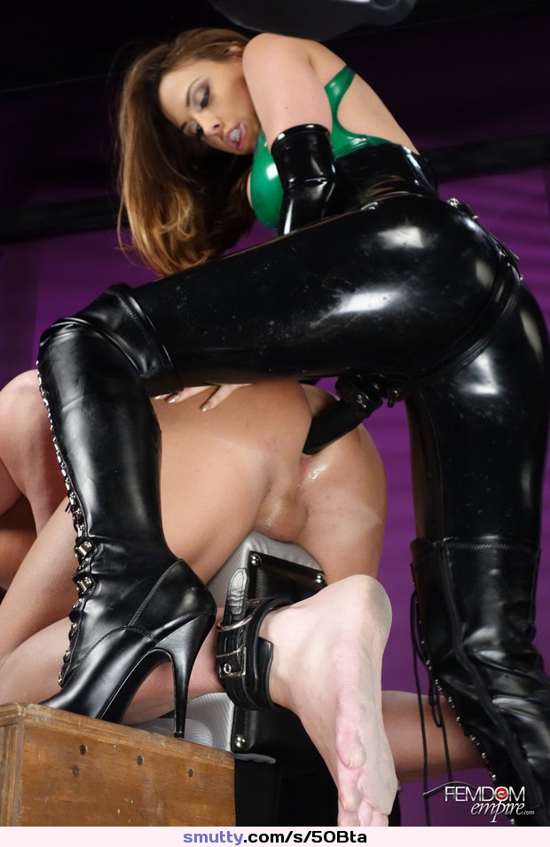 Latex Strapon Porn