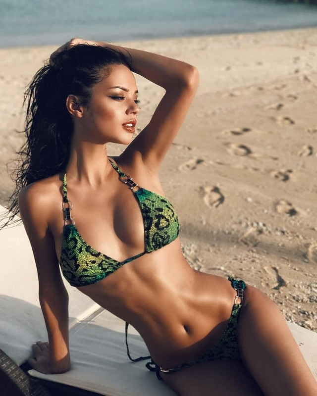 Sexy Girl Valerie Kay fickt ihn, bis er eine große Ladung bläst photo 3