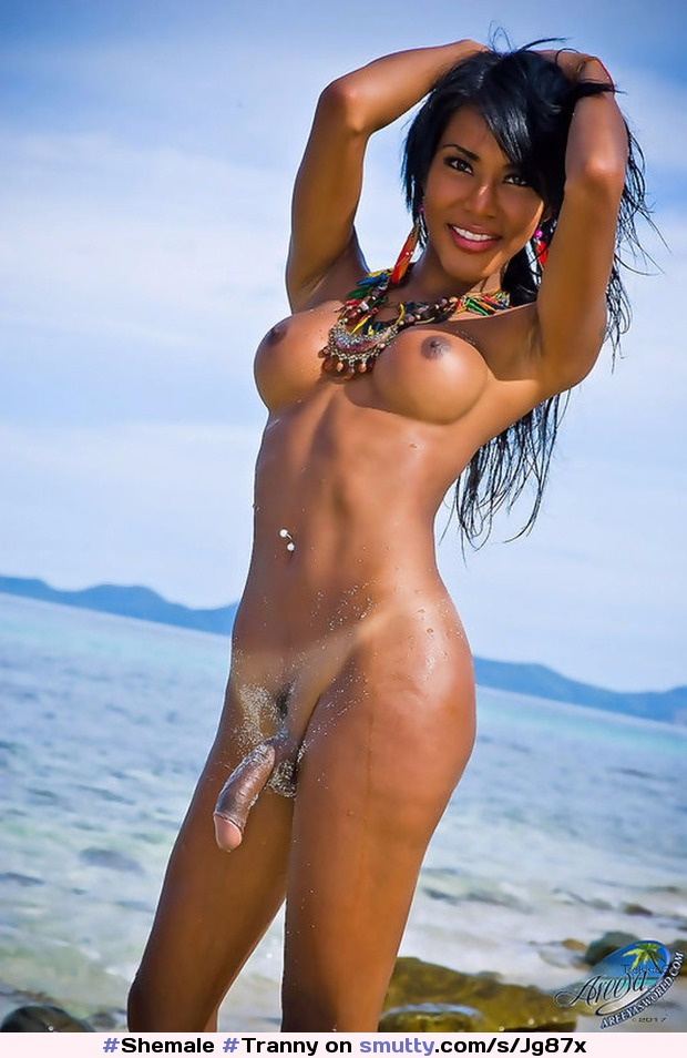 Shemale Hangetitten Bikini Kuessen