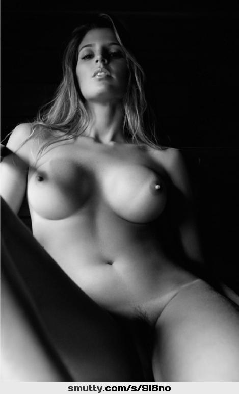 Ungezogene Ebenholz-Freundin strippt und fickt, während sie von ihrem Freund gefilmt wird photo 3