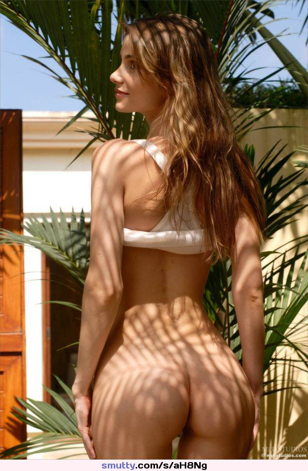 Shadows /r/bottomless_vixens
